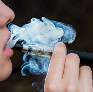 Cigarro eletrônico em uso