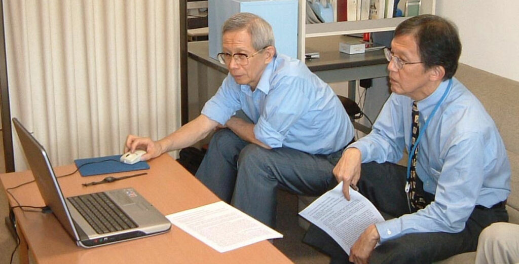 Figure 2: Dr. Aoyagi showing his work on motion artifact to Dr. Byron Aoki, from the University of Hawaii (at the author's office when he was the head of the ICU at the National Center for Child Health and Development in Tokyo in 2002).